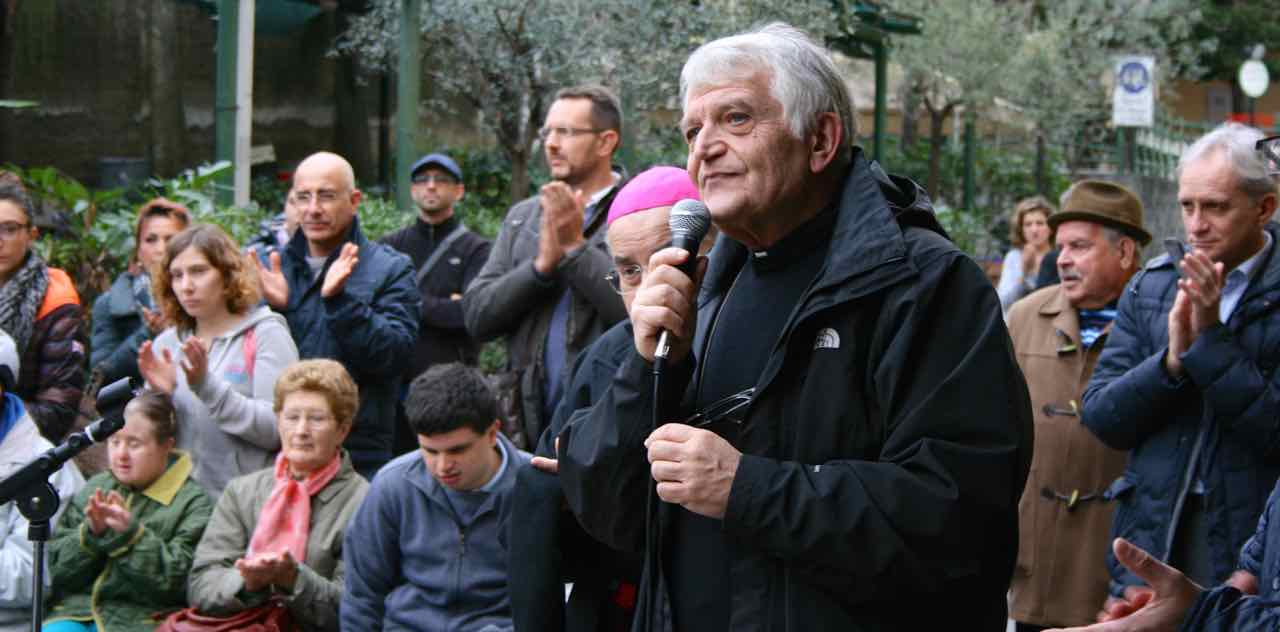 Centro Acquarone - Inaugurazione montalettighe 02 - prete Rinaldo