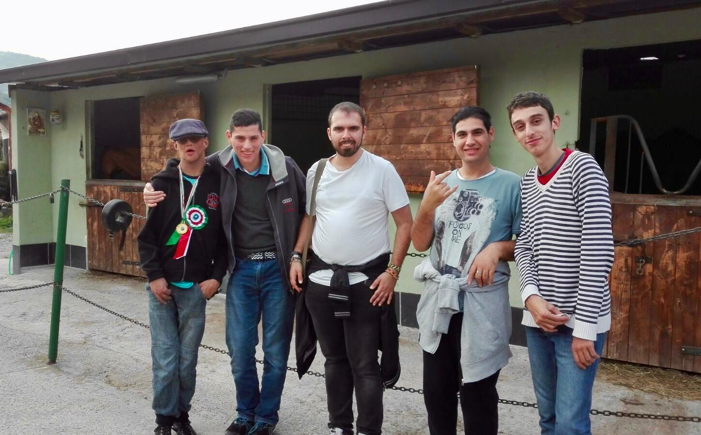 Il ragazzi del progetto Il Muretto al Circolo Ippico Entella 01