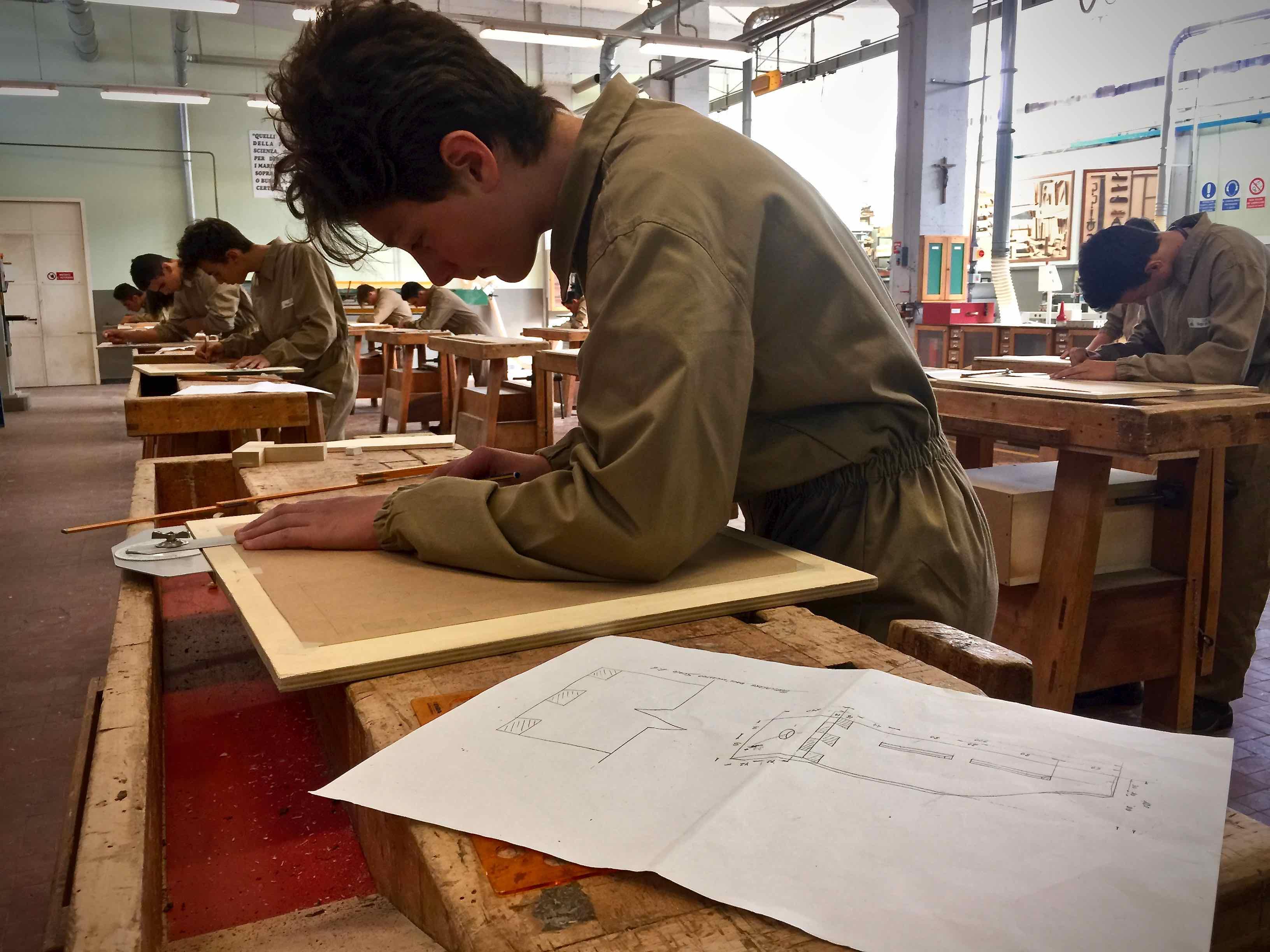 Corso operatore del legno e dell 39 arredamento villaggio for Corsi arredamento