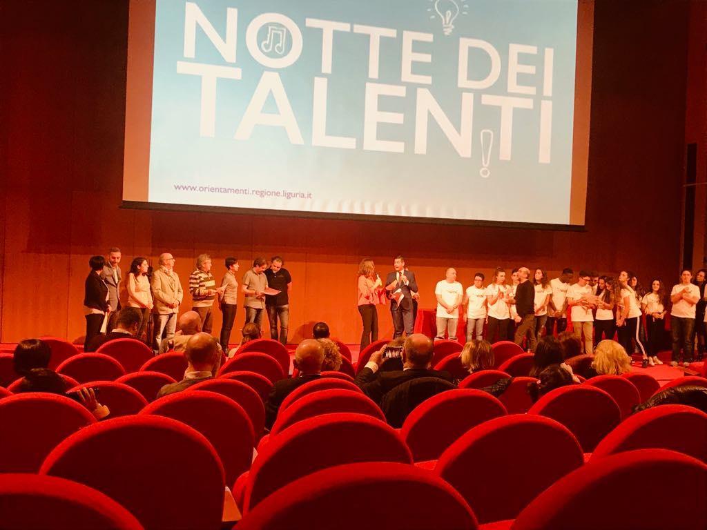 Premiazione-progetto-Il-dialetto-sale-sul-palco-Notte-dei-talenti-2018-02