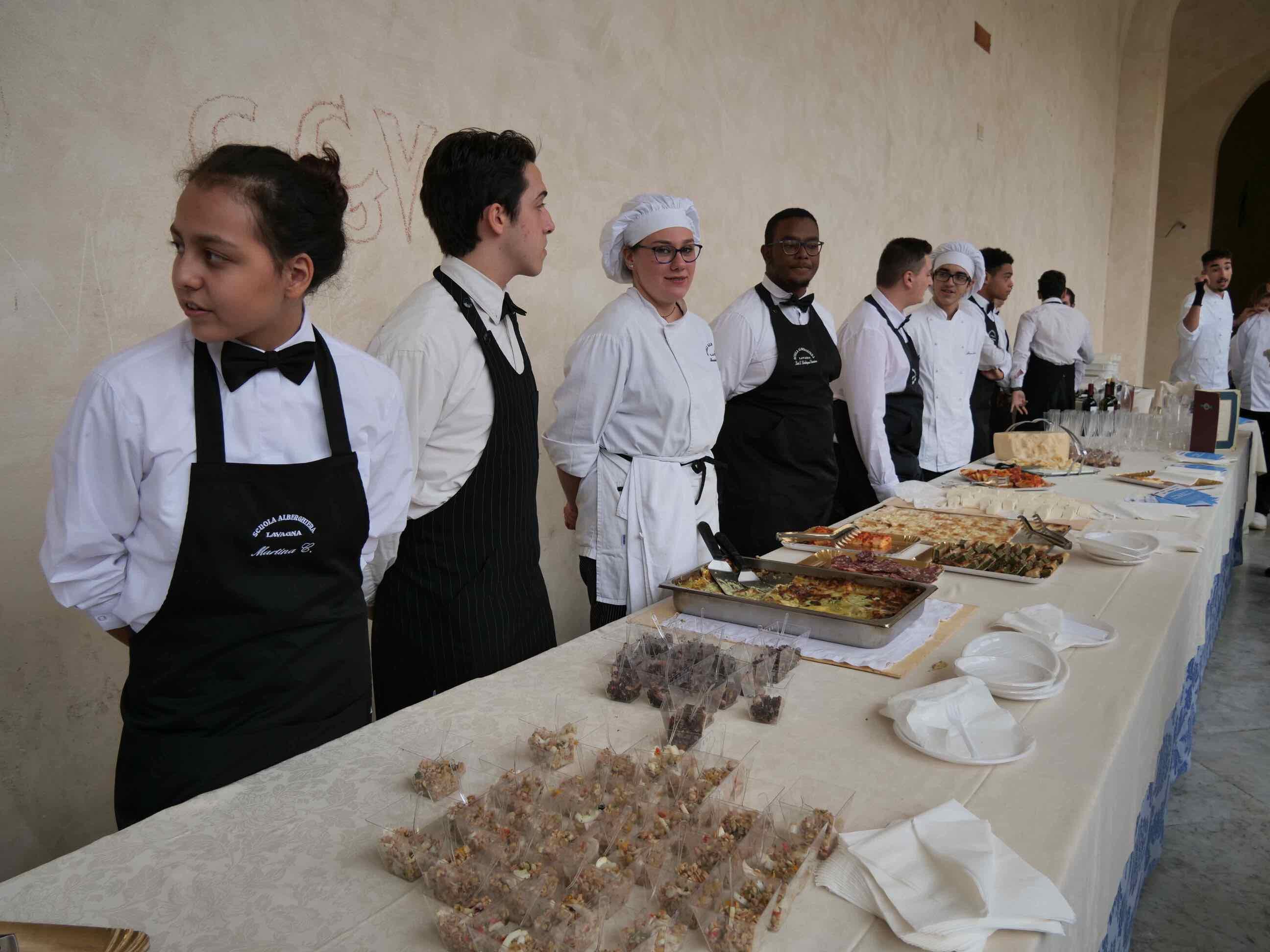 Torneo di pesto al mortaio e aperitivo di beneficienza a cura della Scuola Alberghiera di Lavagna - 10