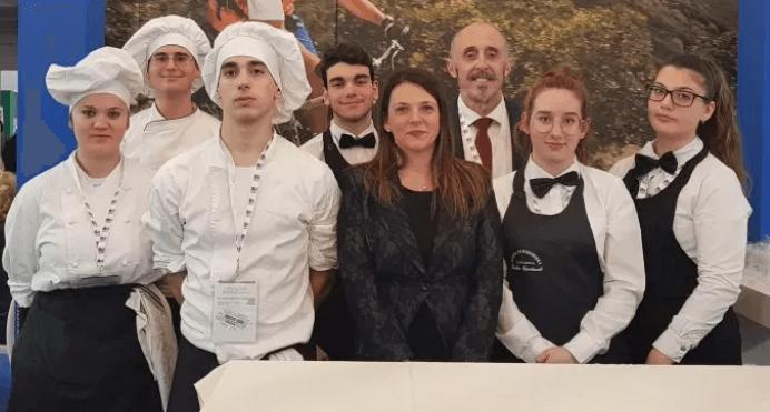 Gli allievi dell'Accademia del Turismo con gli albergatori e ristoratori di Lavagna alla Borsa Internazionale del Turismo di Milano