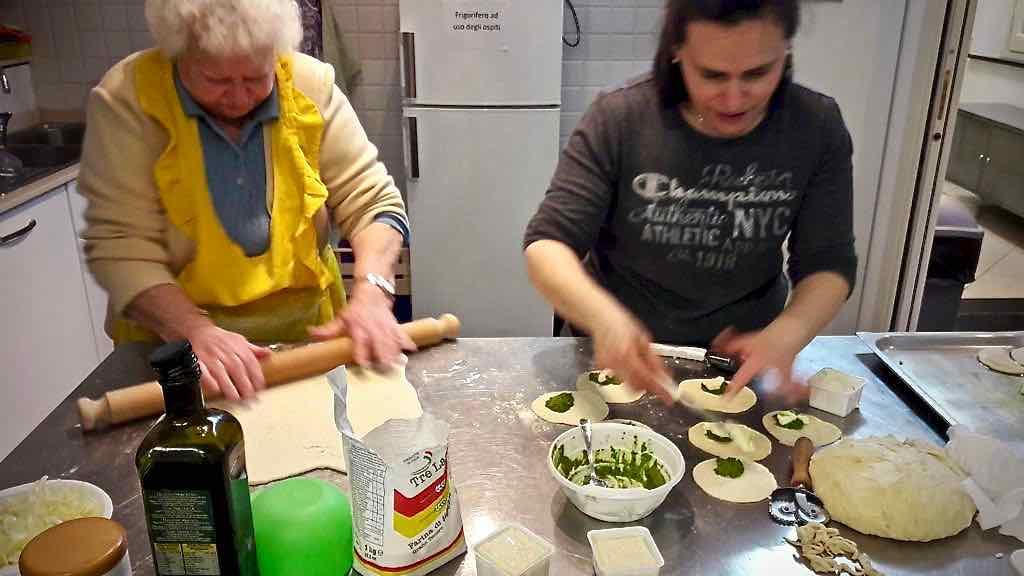 Centro Diurno Anziani - Attività di cucina 2019 05
