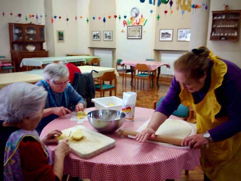 I laboratori di cucina e le uscite didattico culturali del Centro Diurno Anziani