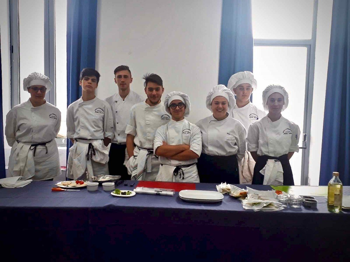 Competizione di cucina tra gli allievi dell'Accademia del Turismo nel contesto di Sestri Wine Festival