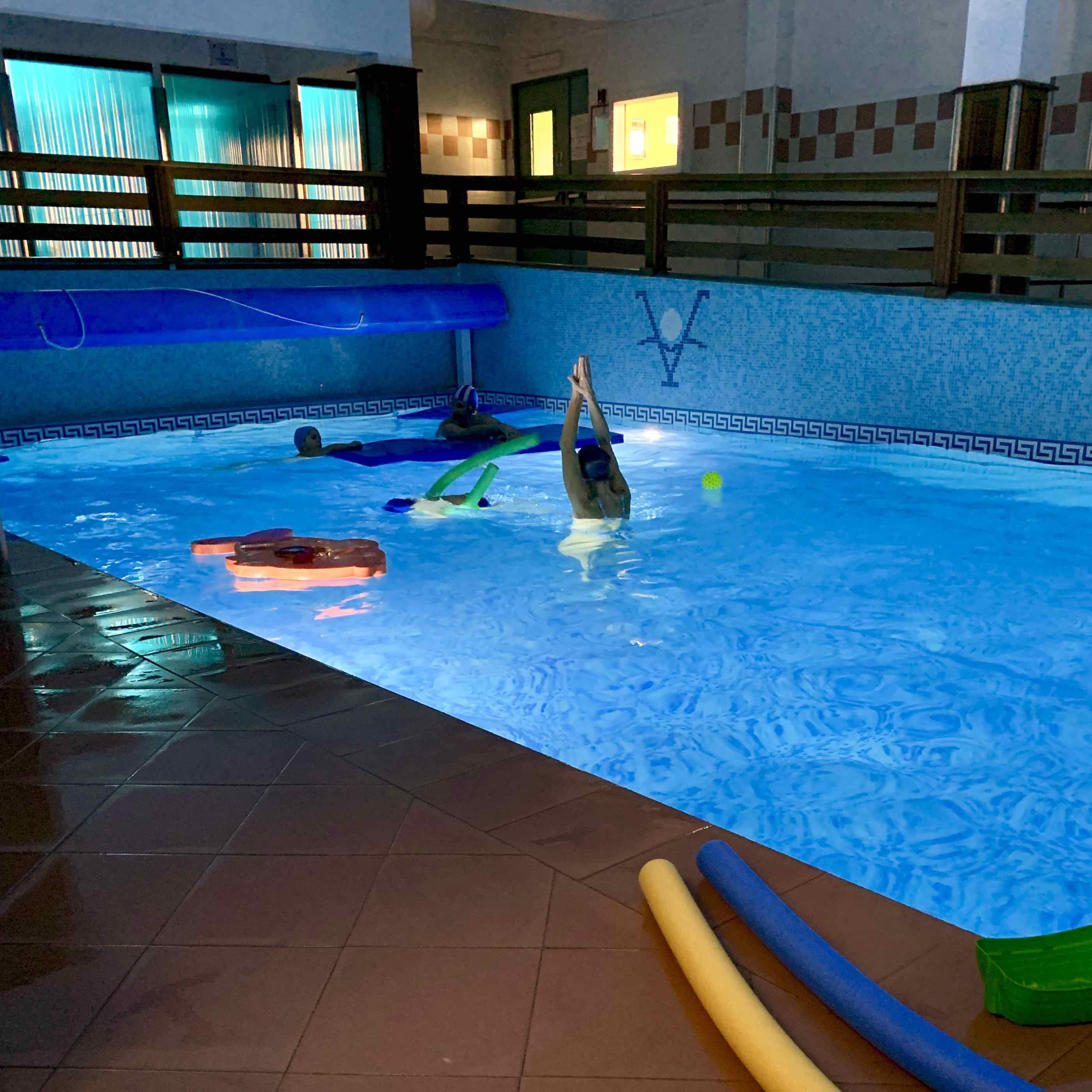 """""""Pesciolini nel blu"""", un corso di nuoto al Centro Benedetto Acquarone rivolto a bambini con difficoltà di comunicazione e di gestione del comportamento"""