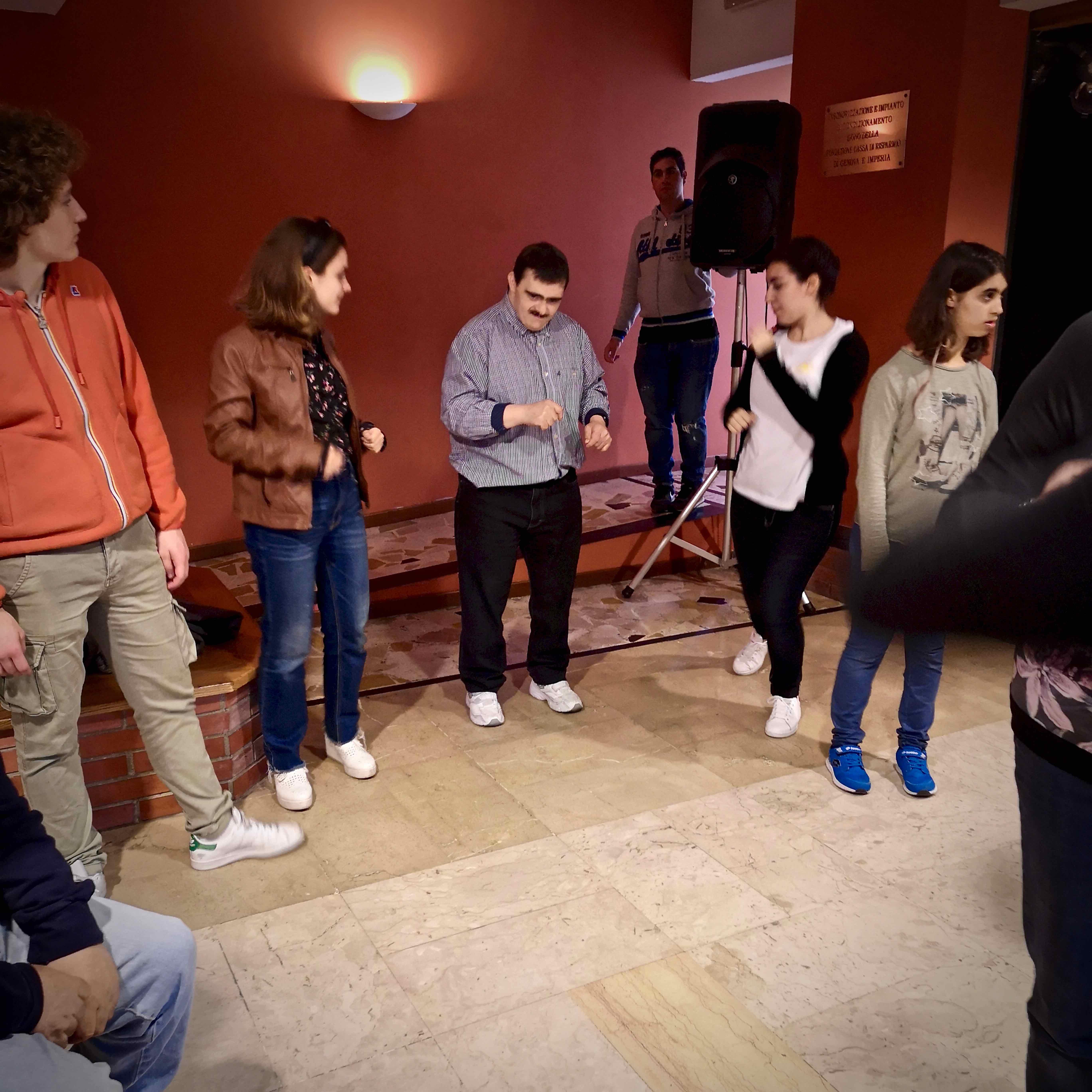 Laboratorio di animazione attraverso il ballo nell'Area della Disabilità grazie agli alunni del Liceo Classico di Chiavari