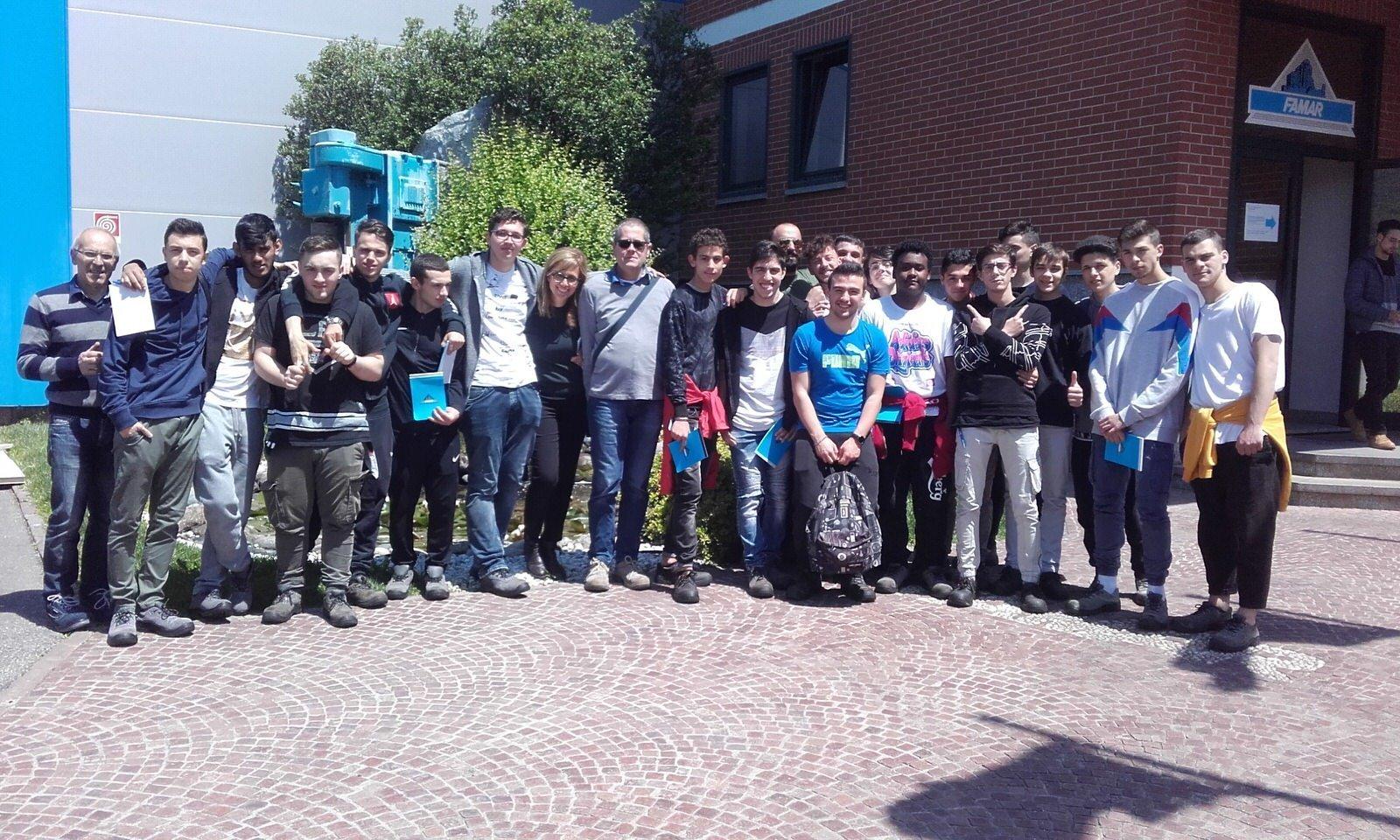Gli allievi del Corso Operatore Meccanico CFP Spinelli e Centro San Salvatore in visita alla sede di Famar Group ad Avigliana