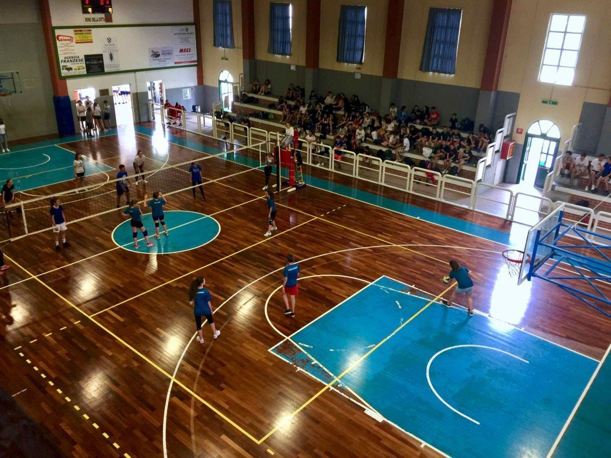 Al Centro Benedetto Acquarone il torneo di pallavolo del Liceo Marconi-Delpino di fine anno scolastico 01