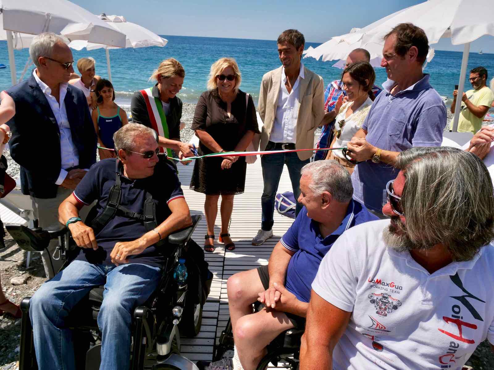 Inaugurata a Lavagna la spiaggia accessibile alle persone disabili