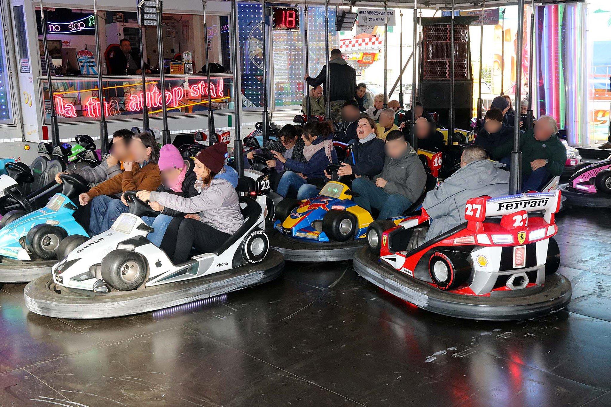 I ragazzi dell'Area della Disabilità del Centro Acquarone ospiti del luna park di Lavagna