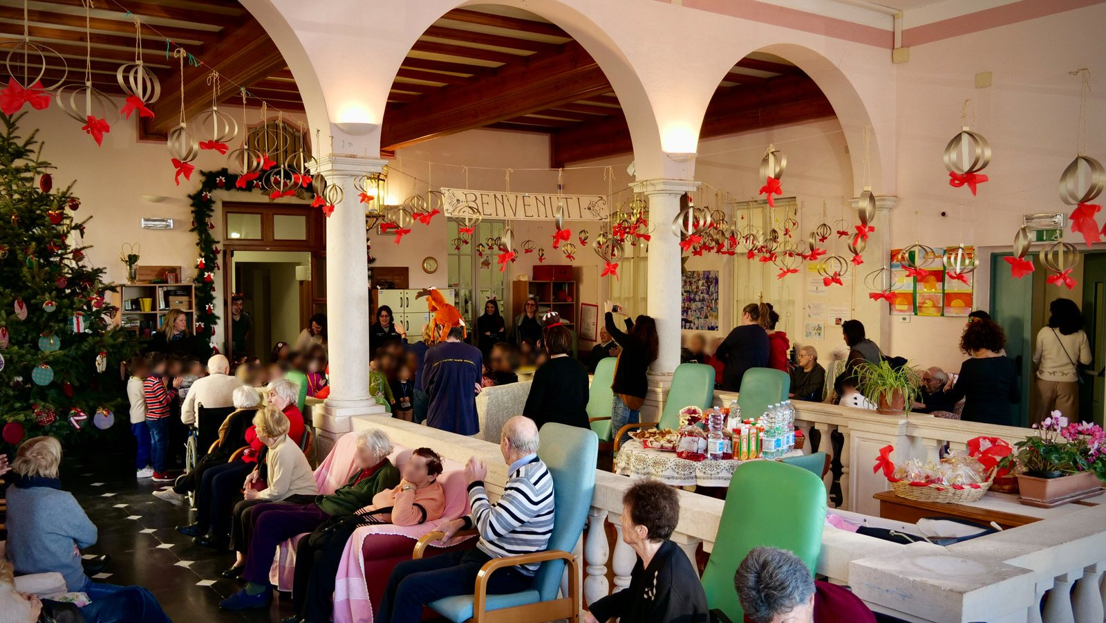 Festa di Natale al Centro Diurno Anziani in compagnia dei bimbi della Scuola dell'Infanzia Corso Buenos Aires - 6