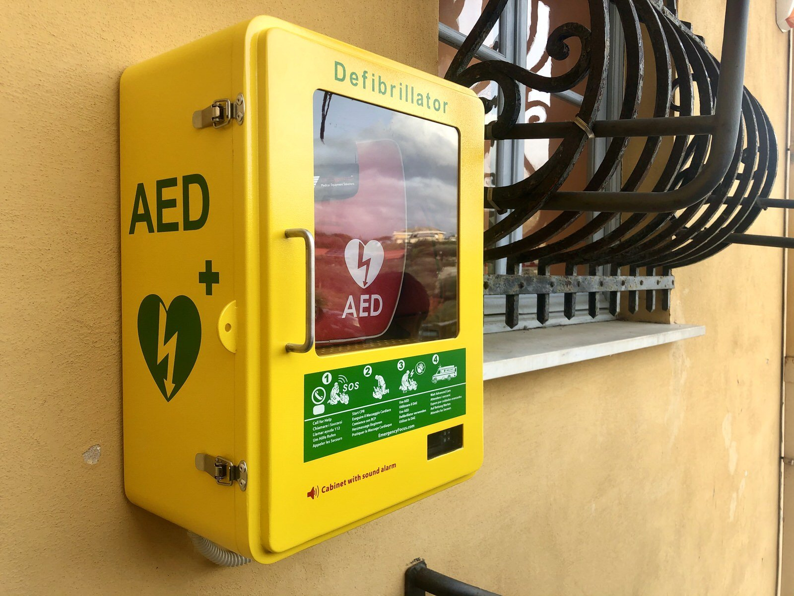 Nuovo defibrillatore al Liceo Scientifico Sportivo Gianelli Campus