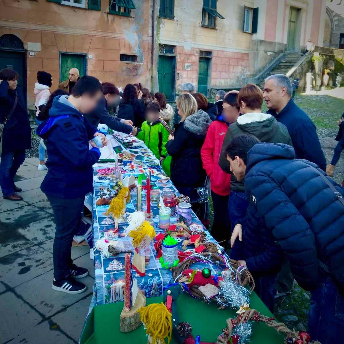 Il mercatino della Scuola Secondaria e della Formazione Professionale del Villaggio in favore del progetto Lucma
